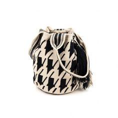 2 Asas - Bolso Wayuu Tapestry Bag, Tapestry Crochet, Hand Crochet, Crochet Bags, Bucket Bag, Baby Shoes, Crossbody Bag, Pouch, Beige