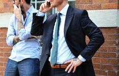 (Un tatouage discret sous une tenue très formelle)  #mode #homme #style #inspirations http://goo.gl/CNaL3l