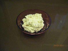 Das perfekte Frischkäse - Nuss - Dip-Rezept mit Bild und einfacher Schritt-für-Schritt-Anleitung: Schalotte schälen, in Viertel schneiden und in den…
