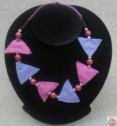 Colar Triângulos Lilás em Feltro