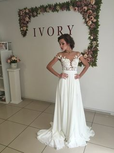 2016 Summer Chiffon Wedding Dresses Lace Top Short Sleeves Side Slit Garden Elegant Bridal Gowns