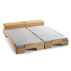 Modular stack-able bed, design by Rolf Heide. Cardboard Furniture, Modular Furniture, Diy Furniture Projects, Furniture Making, Modern Furniture, Tiny House Furniture, Home Furniture, Furniture Design, Diy Bed Headboard