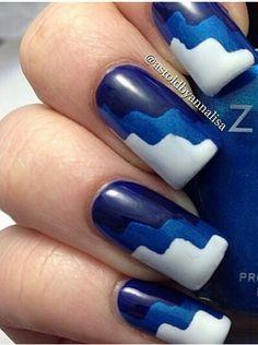 Cute blue white nail design zig zag