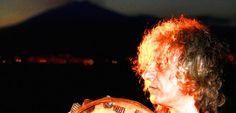 Il cantautore e percussionista siciliano Alfio Antico domenica 24 luglio sarà uno dei protagonisti di punta dell'ottava edizione di Music for Sunset, festival di suggestioni sonore al tramonto, promosso dall'Associazione Umbra della Canzone e della Musica d'Autore nella splendida cornice dell'Isola Maggiore. Noi lo abbiamo intervistato in anteprima!