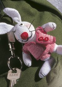 Crochet rabbit keyring toy pattern