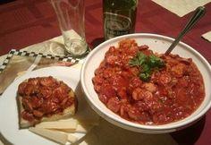 Virslisaláta 3. - paradicsomos, fokhagymás Chili, Bacon, Soup, Favorite Recipes, Beef, Meat, Chile, Soups, Chilis