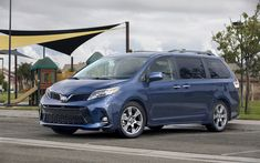 Download wallpapers Toyota Sienna SE, 4k, 2018 cars, minivans, new Sienna, street, Sienna exterior, Toyota