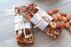 Granola Bar Yapımı Tarifi nasıl yapılır? 1.653 kişinin defterindeki Granola Bar Yapımı Tarifi'nin resimli anlatımı ve deneyenlerin fotoğrafları burada. Yazar: Pastartolet (Şeyda Acar) Gronala Bars, Appetizer Salads, Appetizers, Granola, Food And Drink, Gift Wrapping, Healthy Recipes, Cheese, Diet
