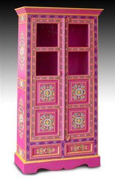 Nueva colección de mueble hindú pintado a mano. Ideales para crear un rincón alegre y lleno de color. Historia, costumbres e incluso religió...