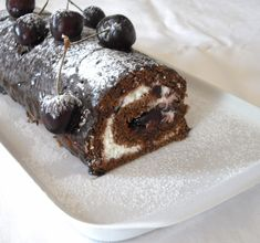 "Rulada ""Padurea Neagra"" Something Sweet, Rolls, Pudding, Sweets, Ethnic Recipes, Desserts, Food, Tailgate Desserts, Deserts"