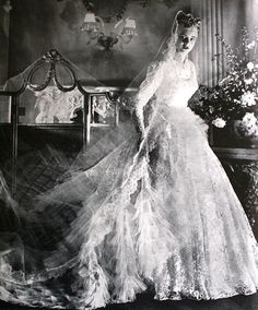 The Look: Vogue UK September 1955 Lovely bridal gown by Alexandrine Vintage Wedding Photography, Vintage Wedding Photos, Vintage Bridal, Vintage Weddings, Vintage Images, Wedding Attire, Wedding Bride, Wedding Dresses, Wedding Tips