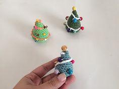 Hola ganchilleros y ganchilleras!     Y seguimos con los patrones para Navidad. El año pasado ya os enseñé a hacer un árbol más grande y ...