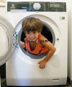 """Alicia sur Twitter: """"Un #concours sur ma page FB, avec un lave-linge #Electrolux à gagner (le petit garçon en revanche, je le garde) ;)  """""""
