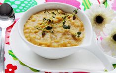 Pea Soup a swedish dish of home cooking since the . August Strindberg called it Goddess and we associate it with Thursdays, punch and pancakes. Swedish Dishes, Pea Soup, Cheeseburger Chowder, Pancakes, Cooking, Food, Punch, Kitchen, Essen