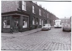 Rare photographs capturing life during the Salford 'slum clearance' go on display Manchester Home, Manchester Street, Local History, History Facts, Family History, Old Pictures, Old Photos, Dorset Street, Abandoned Churches
