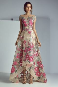 NewYorkDress carries beautiful dresses from top designers for weddings, prom, evening events and more. Shop our wide selection of gorgeous gowns today! Lovely Dresses, Beautiful Gowns, Amazing Dresses, Robes Glamour, Party Frocks, Look Boho, Evening Dresses, Formal Dresses, Floral Maxi Dress