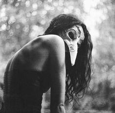 Венецианская маска, чб девушка