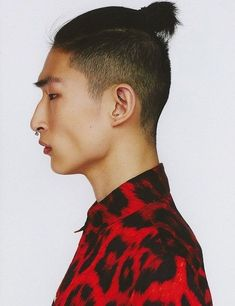 Classy taper fade cuts for men. Top taper fade cuts for boys. Ideas for taper fade cuts for men. Man Bun Undercut, Man Bun Haircut, Ponytail Haircut, Korean Men Hairstyle, Man Bun Hairstyles, Hairstyle Fade, Korean Hairstyles, Hairstyle Short, Hairstyle Ideas