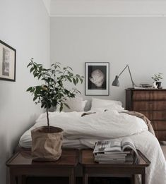 my scandinavian home: Traditional meets new Nordic in a beautiful Swedish home Home Bedroom, Bedroom Decor, Design Bedroom, Bedrooms, Bedroom Ideas, Bedroom Small, Trendy Bedroom, Bedroom Inspo, Entryway Decor