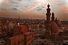 El Cairo es la capital de Egipto y su ciudad más importante. Con una población de casi 20 millones de habitantes, #ElCairo también es la ciudad más poblada de África. #OjalaEstuvierasAqui #BestDay