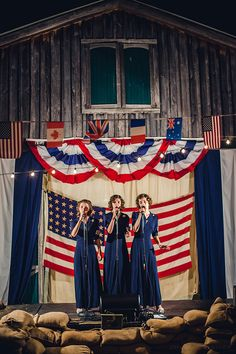 How to Decorate with an Americana Theme 1940s Party, Vintage Party, Vintage Tea, Vintage Travel, Aviation Wedding Theme, Decade Party, Westerns, Patriotic Party, Event Themes