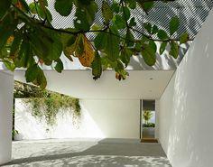 Iporanga House / Isay Weinfeld