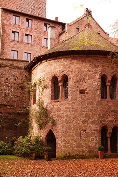Die Burg Berwartstein ist eine mittelalterliche Felsenburg und liegt im Süden des wunderschönen Pfälzerwaldes. Ganz in der Nähe findet man den Drachenfels, eine weitere Sehenswürdigkeit in Rheinland-Pfalz. Die Pfalz hat neben zahlreichen Sehenswürdigkeiten und Weinbergen auch tollen Schmuck anzubeiten. Besuchen sie unsere Seite www.jewels24.de und erhalten sie weitere Informationen. #berwartstein #pfalz #wein #felsenburg