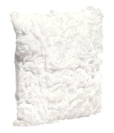 White pillow case H&M ♥ http://www.hm.com/de/product/13584?article=13584-B#article=13584-B