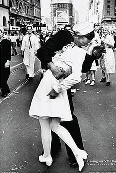 Nurse From Iconic Times Square Kiss Picture Revisits NYC