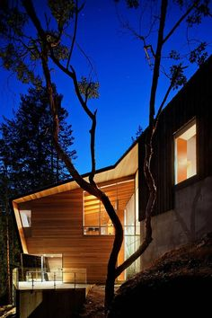Image 2 of 24 from gallery of Gambier Island Retreat / BattersbyHowat Architects. Photograph by Sama Jim Canzian