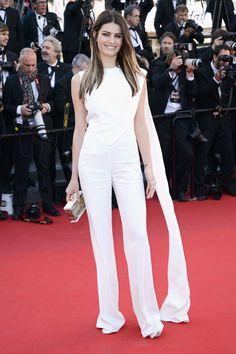 Isabeli Fontana http://www.vogue.fr/mode/red-carpet/diaporama/le-festival-de-cannes-du-podium-au-tapis-rouge-1/13239/image/758254#!isabeli-fontana-en-elie-saab-the-immigrant