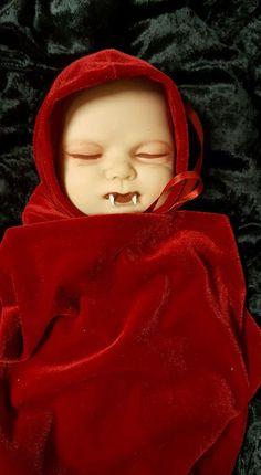 Vampire Sleeping Baby Doll with Crib Dracula Horror Halloween Haunted House Prop Haunted House Props, Halloween Haunted Houses, Halloween House, Halloween Yard Decorations, Halloween Party Decor, Baby Sleep Site, Creepy Baby Dolls, Vampire Party, Zombie Dolls