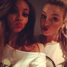 Jade Thirlwall & Perrie Edwards , Little Mix Jade Little Mix, Little Mix Jesy, Little Mix Girls, Litte Mix, Falling For Someone, Jesy Nelson, Perrie Edwards, Spice Girls, Girl Bands