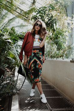 Tropicana outfit. All Pinko all over: T shirt, skirt and burgurndy bomber jacket, plus Gucci white sneakers for Lovely Pepa outfit