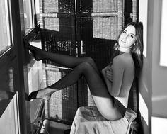 ari - model posing