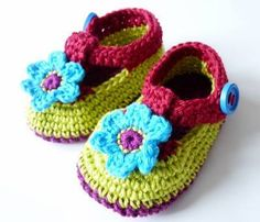 TeenyWeenyDesign: I do believe it is here. Crochet Baby Sandals, Crochet Baby Shoes, Crochet Baby Booties, Crochet Birds, Crochet Bebe, Love Crochet, Knitting For Kids, Baby Knitting, Crochet Mustache