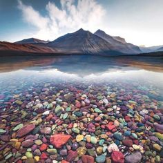 Was eine tolle Kulisse! Great Pic! Foto: @davidmule #repost #mountains #water #lake #coloredstones Places Around The World, Around The Worlds, Beautiful Places To Travel, Great Pic, Beautiful Landscapes, Beautiful Scenery, Vacation Places, Stunning View, National Parks