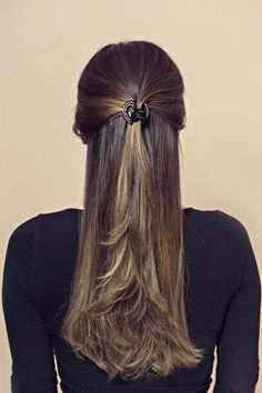 May 2020 - This ring shape hair jaw is perfect for everyday use because of its simple design. It is also super lightweight. - Product dimensions (in inches): x x SKU: 5486 New Short Hairstyles, Elegant Hairstyles, Down Hairstyles, Easy Hairstyles, 1960 Hairstyles, Female Hairstyles, Slick Hairstyles, School Hairstyles, Summer Hairstyles