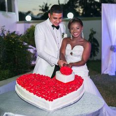 Credit to : Who else is loving the wedding cake design Cake by: Photographer: Planner: Makeup: Dress: Bridal Make Up, Wedding Make Up, Dream Wedding, Wedding Day, Wedding Pins, Wedding Vendors, Wedding Cake Designs, Wedding Cakes, Table Setting Photos