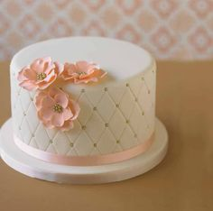 White quilted peach flowers cake