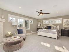 Beautiful and big master bedroom. Lots of light and a fireplace!