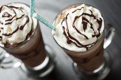 IJskoffie is heerlijk verfrissend tijdens de zomer en makkelijk te maken! Wij geven je drie heerlijke variaties om zelf te proberen.