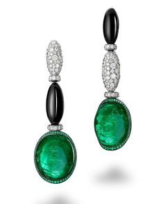 de Grisogono boldly reinterprets the timeless teardrop form in a unique asymmetrical creation designed with oval-cut emeralds, onyx, emeralds and white diamonds. #deGRISOGONO #HighJewellery #Craftsmanship