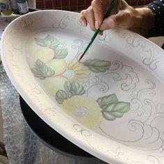 Hoje o dia continua rendendo!!! Ótima semana a todos!! ☺️ #ceramica #ceramic #ceramics #cerâmica #arte #artista #art #artist #pintura #pinturaamao #handmade #decoracao #decoration #decoração #lilianacastilho