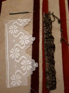 This Pin was discovered by HUZ Crochet Curtain Pattern, Crochet Curtains, Crochet Doily Patterns, Crochet Borders, Crochet Designs, Crochet Doilies, Crochet Stitches, Love Crochet, Hand Crochet