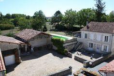 Maison de Village Avec 4 Chambres, 2 Gites, Piscine, Garage et Jardin. Proche Aubeterre - 371000€