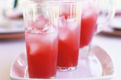 Cranberry fizz: 375ml (1 1/2 cups) cranberry juice  375ml (1 1/2 cups) grapefruit juice  125ml (1/2 cup) Bacardi (or other white rum)  1 cup ice cubes  Soda water, to top