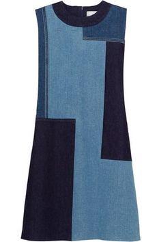 Denim in Dunkelblau, Blau und Hellblau   Verdeckter Reißverschluss hinten   93 % Baumwolle, 5 % Polyester, 2 % Elastan   Trockenreinigung   Hergestellt in Italien