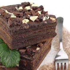 Cum să-i reziști, cum să nu o mănânci pe toată? Prăjitura cu lichior de ciocolată, numai bună pe o vreme ca asta! Romanian Desserts, Romanian Food, Food Cakes, Something Sweet, Diy Food, Cake Recipes, Caramel, Sweet Treats, Food And Drink