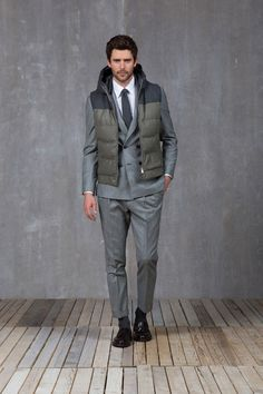 I think this works only in Italy where business men cruise cities on their Vespas. Brunello Cucinelli - Fall 2015 Menswear - Look 13 of 33 Male Fashion Trends, Mens Fashion Week, Fashion Brand, Fashion Show, Men's Fashion, Sporty Fashion, Blazers, The Fashionisto, How To Look Handsome